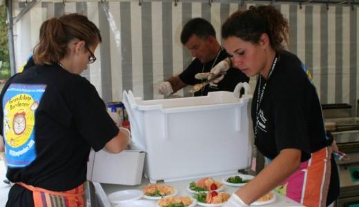 L'équipe bénévole au restaurant. Édition 2005