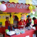 Équipe de bénévole au pôle confiserie. Édition 2011